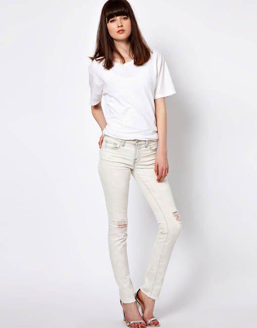 образ с белой футболкой